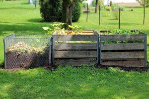 Helyezzünk el komposztálót kertünk végében