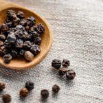Fekete bors (Piper nigrum) fűszernövény: az élet sava, borsa