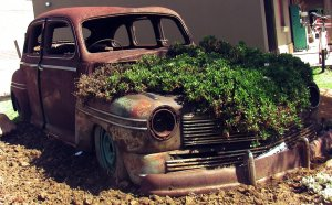 kerti díszek-öreg autó